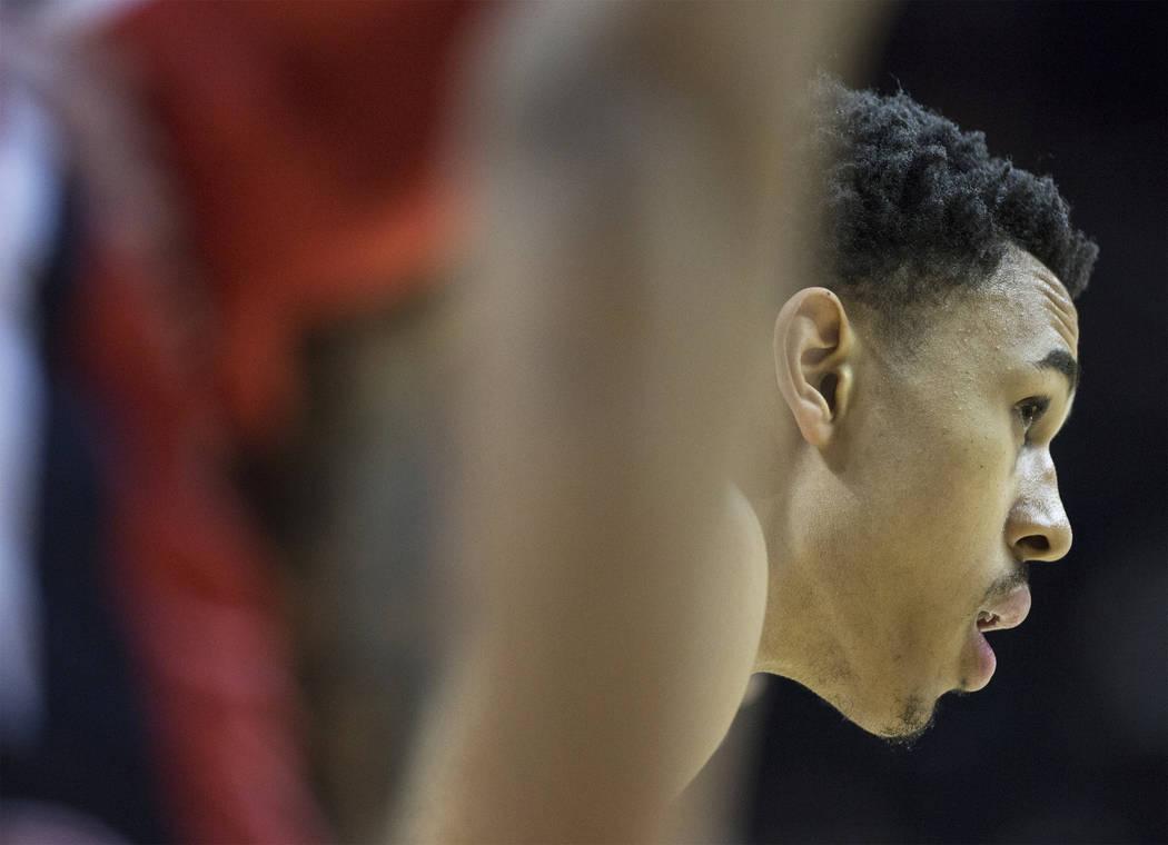 El guardia de los 76ers, Zhaire Smith (8), espera en la línea de tiros libres durante el partido de la NBA Summer League de Filadelfia con los Washington Wizards el lunes 9 de julio de 2018 en el ...