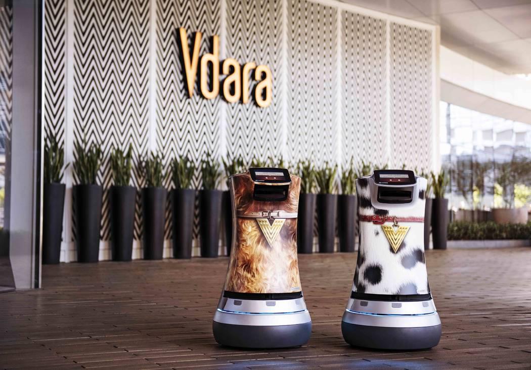 Fetch y Jett son dos robots Relay responsables de entregar bocadillos, artículos diversos e incluso productos de spa directamente a las suites de huéspedes de Vdara. (MGM Resorts International)