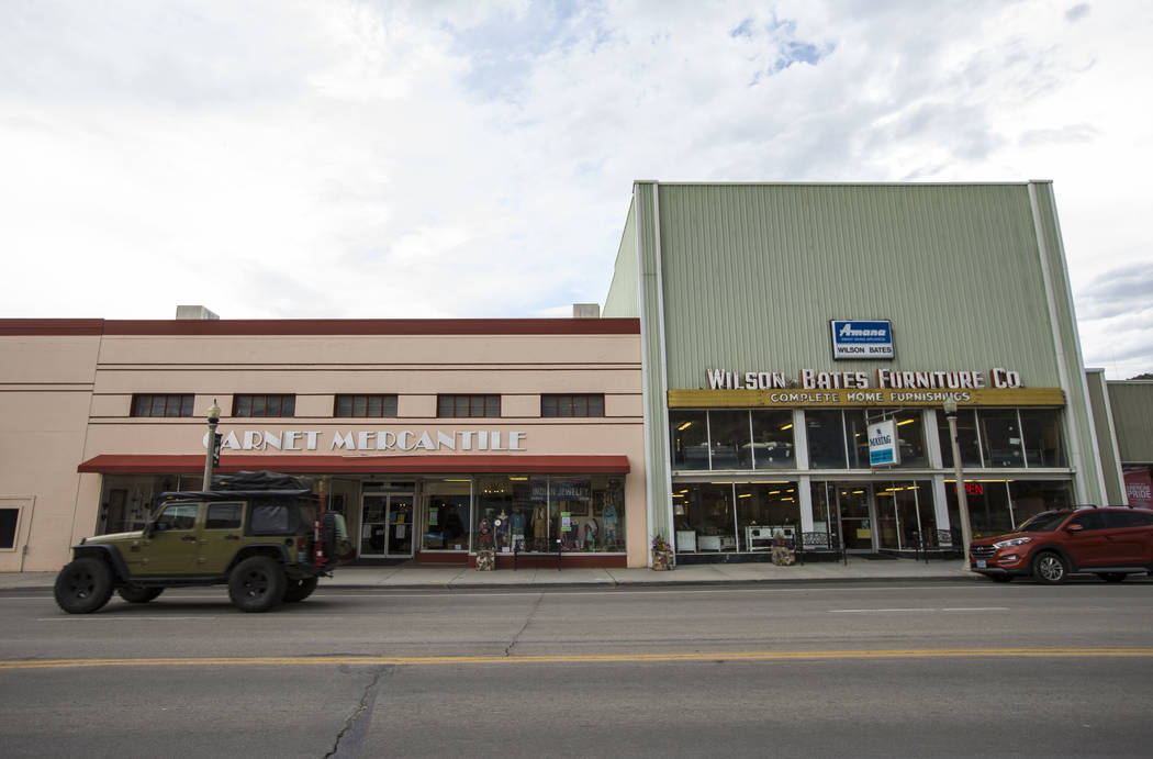 El tráfico se mueve a lo largo de Aultman Street, la carretera principal a través de Ely, el martes 10 de julio de 2018. Chase Stevens Las Vegas Review-Journal @csstevensphoto