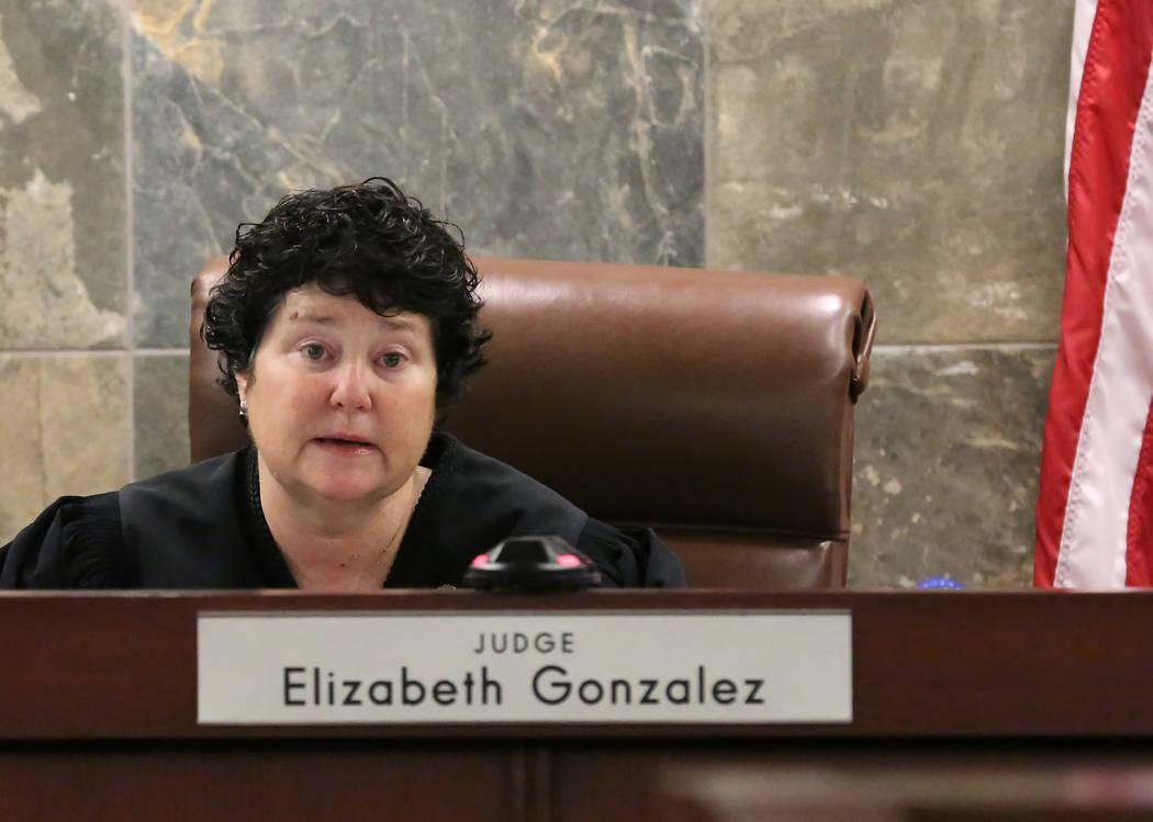 La Jueza de Distrito, Elizabeth González, preside el Centro de Justicia Regional durante una audiencia el miércoles 11 de julio de 2018 en Las Vegas. El fabricante de medicamentos Alvogen presen ...