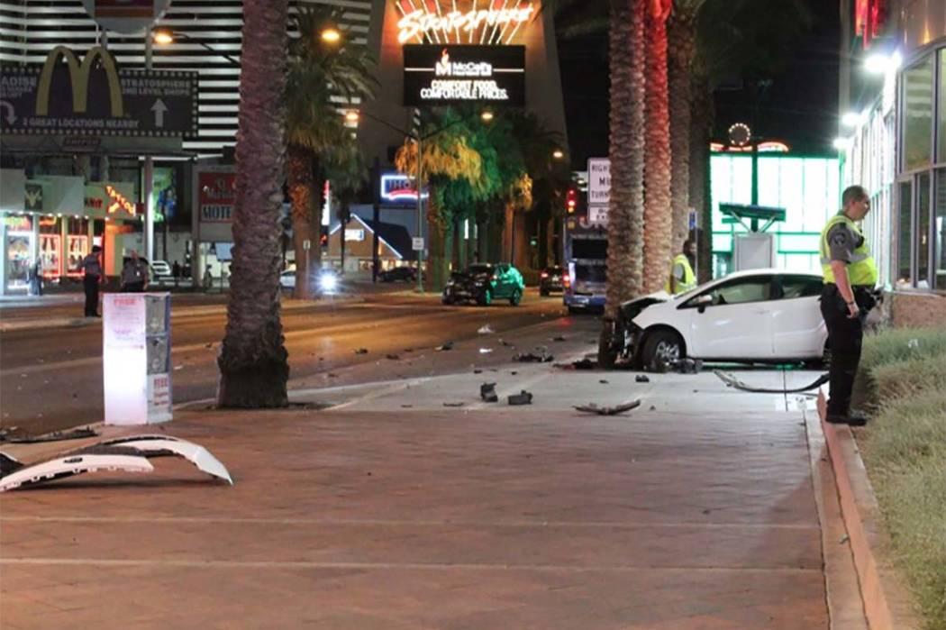 La policía de Las Vegas investiga un accidente en Las Vegas Strip en Sahara Avenue el jueves 12 de julio de 2018. (Max Michor / Las Vegas Review-Journal)