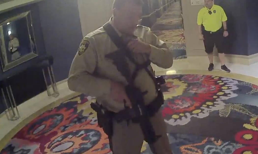 Metraje de la cámara corporal de la Policía Metropolitana de Las Vegas relacionado con el tiroteo del 1 de octubre en Mandalay Bay. (Departamento de Policía Metropolitana de Las Vegas)