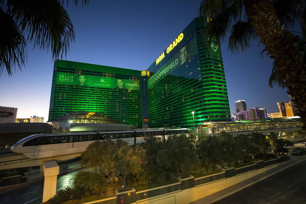 El monorriel de Las Vegas se detiene en el MGM Grand el jueves 14 de diciembre de 2017. (Richard Brian / Las Vegas Review-Journal) @vegasphotograph