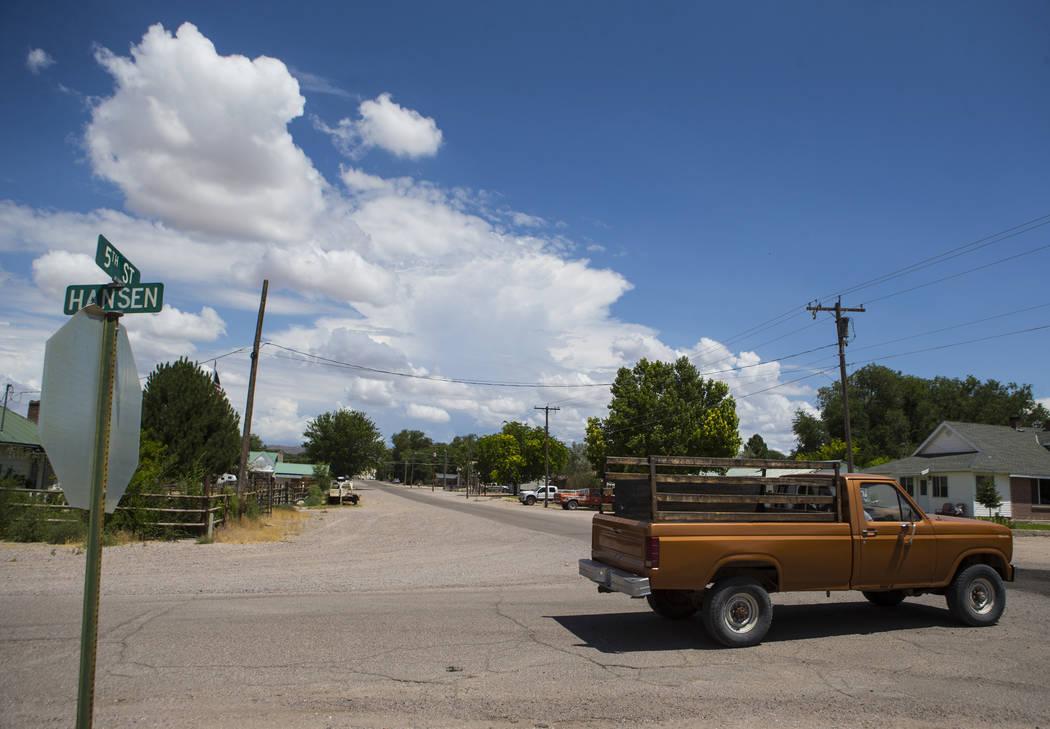 Un camión pasa por la intersección de 5th y Hansen Streets cerca de la ubicación del mortal atentado de 2016 en Panaca el jueves 12 de julio de 2018. Chase Stevens Las Vegas Review-Journal @css ...