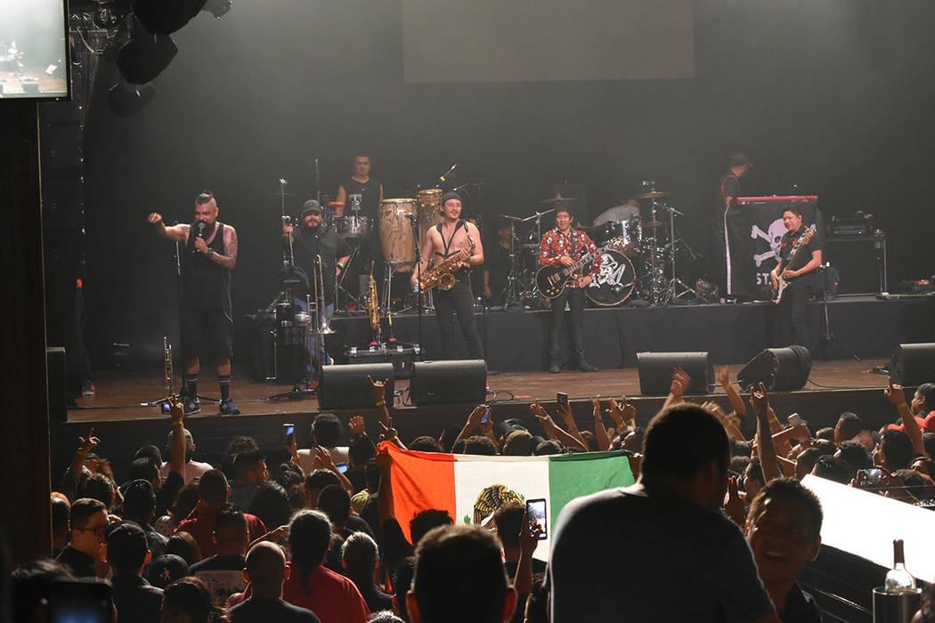 Este concierto fue especial para los miembros de Panteón Rococó, ya que tuvieron la oportunidad de presentar su nuevo sencillo 'Tonantzin'. Miércoles 11 de julio de 2018 en House of Blues. ...