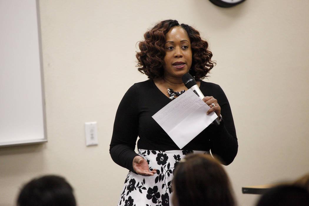 La Dra. Lisa Morris Hibbler, directora de desarrollo juvenil e innovación social de la ciudad de Las Vegas, habla sobre la importancia de la codificación para enseñar, cómo es vital para la fu ...