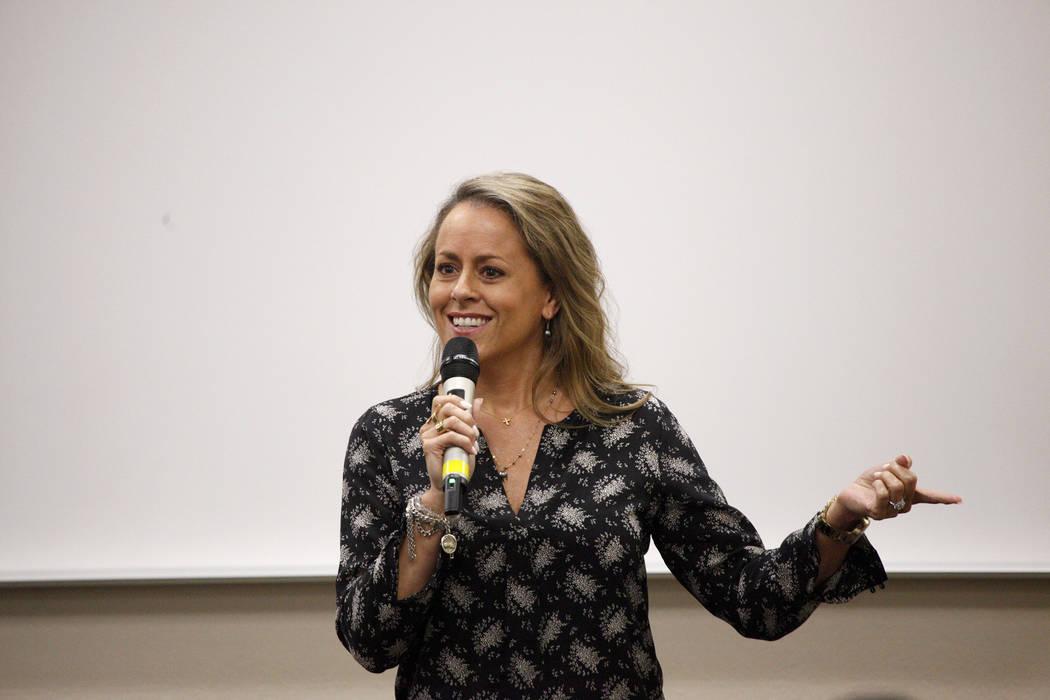Missy Young, directora de información de SWITCH, habla sobre cómo la codificación será una habilidad necesaria en el futuro en la creciente fuerza de trabajo de Nevada en un evento de lanzamie ...