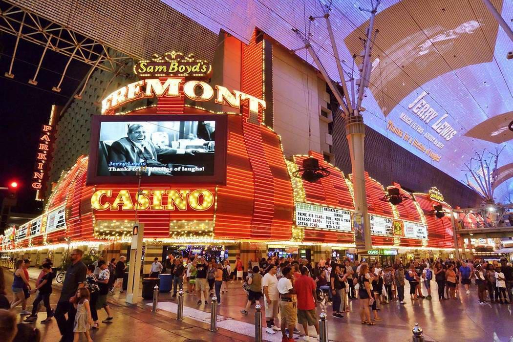 El Fremont y el dosel de Fremont Street Experience en el centro de Las Vegas. (Bill Hughes / Las Vegas News Bureau)