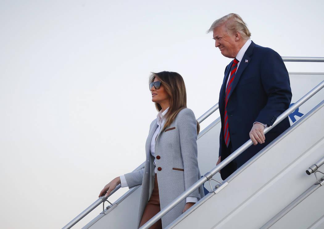 El presidente de Estados Unidos, Donald Trump, y la primera dama, Melania Trump, arribarán al aeropuerto de Helsinki, Finlandia, el domingo 15 de julio de 2018, en vísperas de su reunión con el ...
