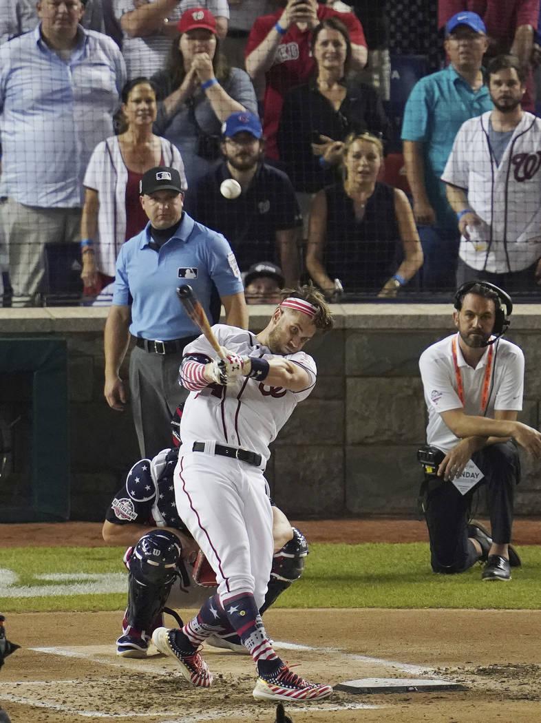 Bryce Harper (34) de los Nationals de Washington, batea durante el Derby de Home Run de MLB, en Nationals Park, el lunes, 16 de julio de 2018 en Washington. El 89° Juego de estrellas de béisbol ...