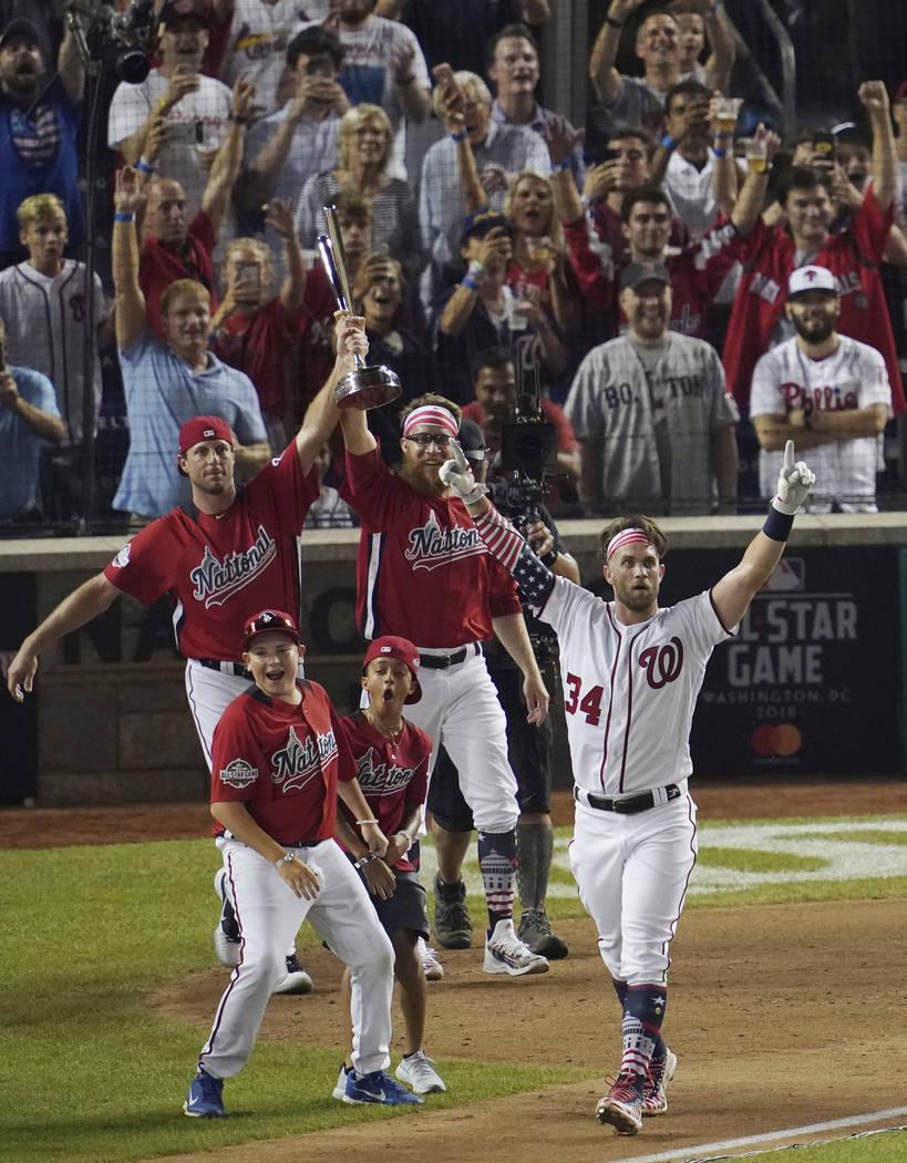 Bryce Harper de los Washington Nationals, reacciona a su último cuadrangular para ganar el Derby de Home Run de Grandes Ligas, el lunes 16 de julio de 2018 en Washington. El 89° Juego de estrell ...