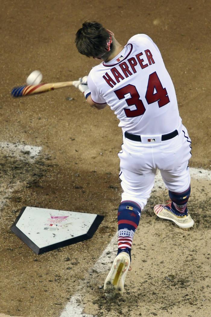 Bryce Harper (34) de los Washington Nationals golpea durante el Derby de Home Run de MLB, en Nationals Park, el lunes, 16 de julio de 2018 en Washington. El 89° Juego de estrellas de béisbol MLB ...