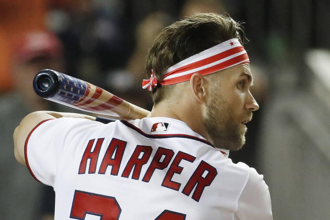 Bryce Harper (34) espera su lanzamiento durante el MLB Home Run Derby, en Nationals Park, el lunes 16 de julio de 2018 en Washington. El 89° Juego de estrellas de béisbol MLB se jugará el marte ...