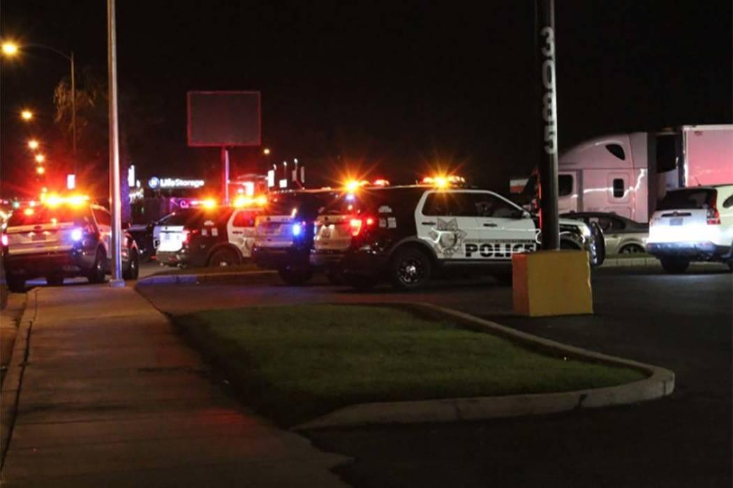 La policía de Las Vegas investigó un lunes por la noche el 16 de julio de 2018 disparos en un complejo de apartamentos del este del valle. (Max Michor / Las Vegas Review-Journal)