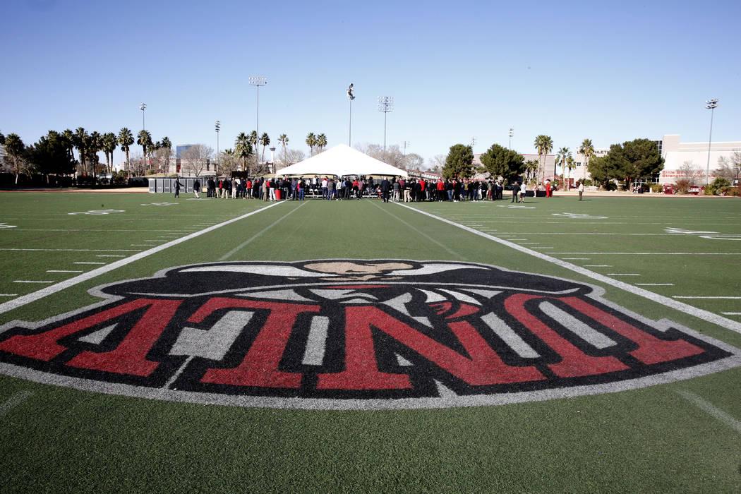 Gente asiste a la ceremonia de inauguración del nuevo Fertitta Football Complex el martes 23 de enero de 2018 en UNLV en Las Vegas. (Bizuayehu Tesfaye / Las Vegas Review-Journal) @bizutesfaye