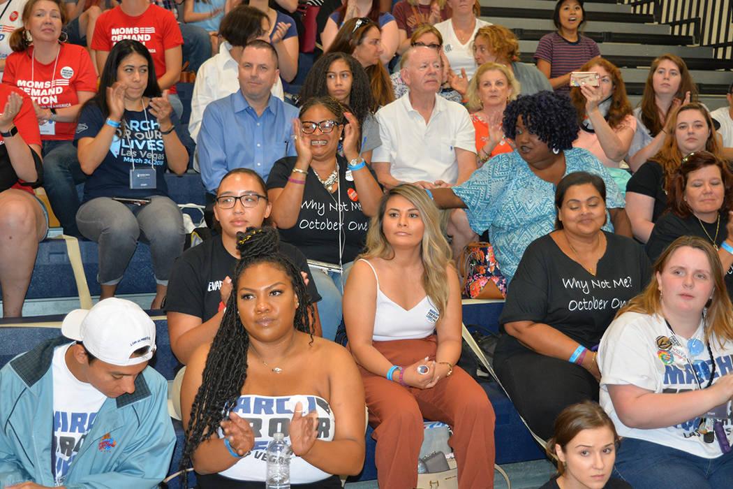 Pamela Ríos, estudiante graduada de UNLV participó en el foro sobre control de armas. Lunes 16 de julio de 2018 en el gimnasio de la escuela preparatoria Sierra Vista. Foto Frank Alejandre / El ...