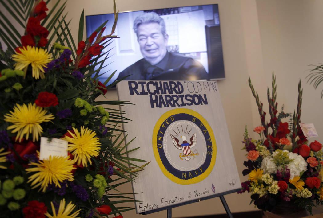 """Richard Harrison se muestra en el programa de televisión """"Pawn Stars"""" en la pantalla de su funeral en Palm Mortuary en Las Vegas, domingo 1 de julio de 2018. Conocido como el patriarca en el prog ..."""