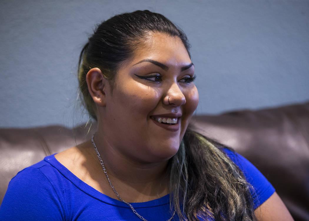 Korinna Gallegos habla sobre su madre, Adriann Gallegos, quien falleció en mayo pasado debido a complicaciones derivadas de un tiroteo en 2002, en Las Vegas el jueves 19 de julio de 2018. Chase S ...