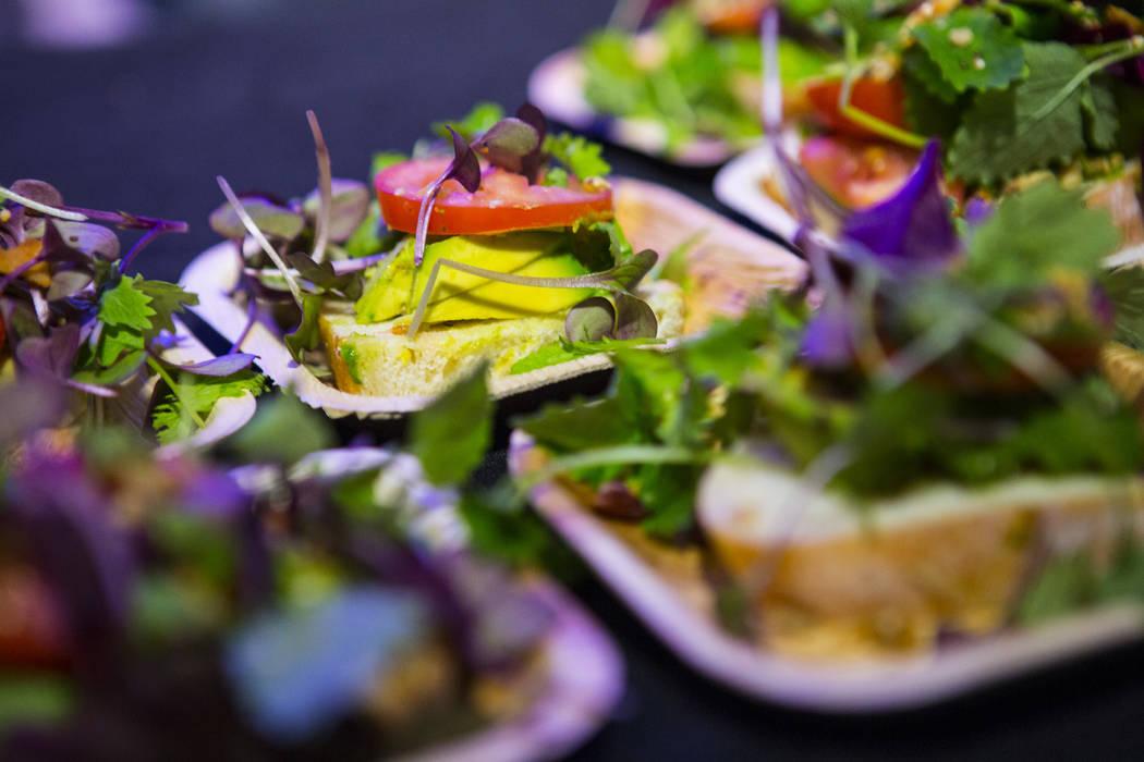 Tostadas de aguacate disponibles para degustar durante un evento de gran inauguración en Oasis Biotech, una empresa agrícola de interior, en Las Vegas el miércoles 18 de julio de 2018. Chase St ...