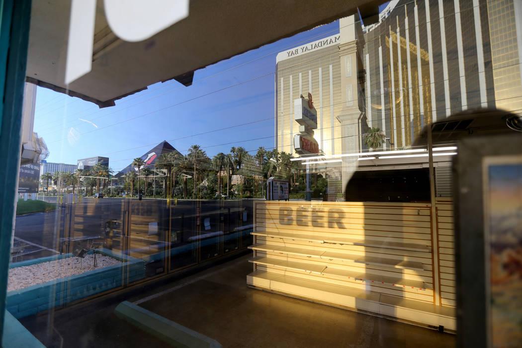 Estantes vacíos en el área comercial del Motel 8 cerrado en el sur del Strip de Las Vegas Jueves, 19 de julio de 2018. K.M. Cannon Las Vegas Review-Journal @KMCannonPhoto