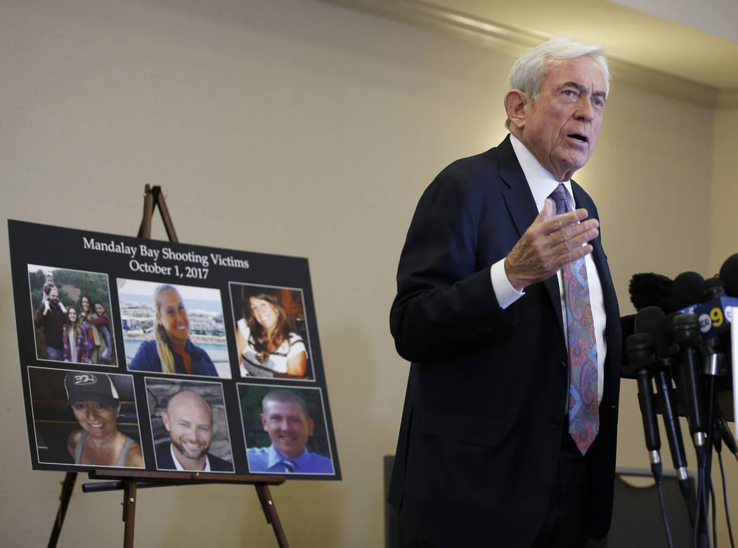 El abogado Mark P. Robinson, representante de las víctimas del tiroteo y familiares que perdieron seres queridos el 1 de octubre de 2017, habla sobre la decisión del MGM en una conferencia de pr ...