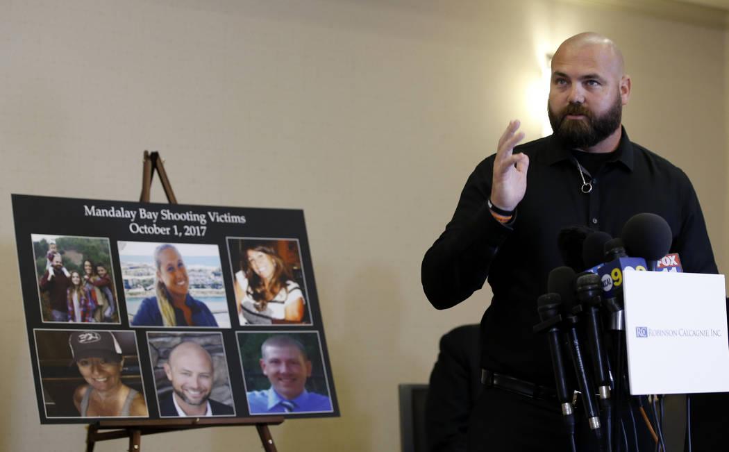 Brian Ahlers, de 38 años, de Beaumont, California, quien estaba en el concierto donde perdió a su esposa por disparos en el tiroteo de Las Vegas del 1 de octubre de 2017, habla sobre esa noche y ...