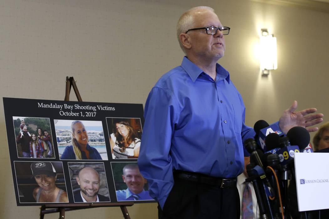 Wayne Meyer, de 62 años, de Monterey, California, quien perdió a su hijo, Austin Meyer, por disparos en el tiroteo de Las Vegas el 1 de octubre de 2017, habla sobre la decisión del MGM y la noc ...