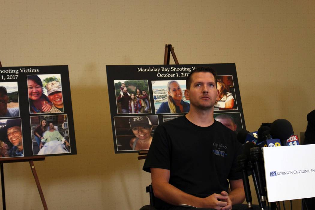 El oficial del alguacil del Condado de Riverside, Jason McMillan, de 36 años, habla sobre el tiroteo masivo en el Strip de Las Vegas que lo dejó paralizado. Él habló en una conferencia de pren ...