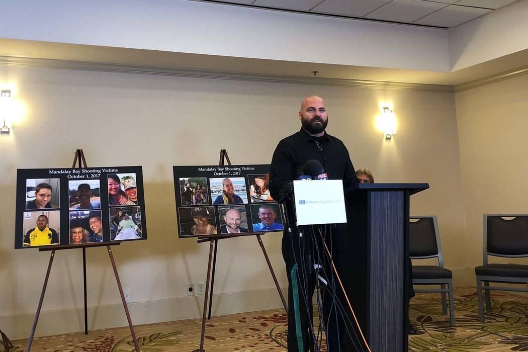 Brian Ahlers habla durante una conferencia de prensa en Newport Beach, California, relacionada con el tiroteo del 1 de octubre en Las Vegas y la demanda de MGM Resorts, el lunes 23 de julio de 201 ...