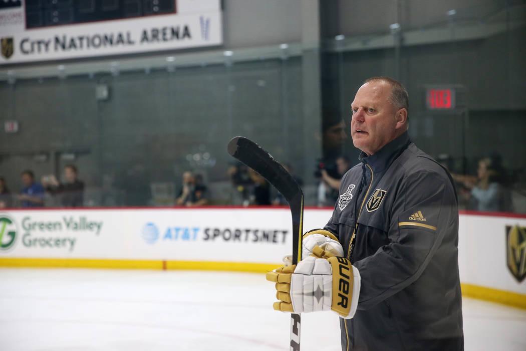 El entrenador en jefe de Vegas Golden Knights, Gerard Gallant, durante una práctica de equipo en City National Arena en Las Vegas, el jueves 24 de mayo de 2018. Erik Verduzco Las Vegas Review-Jou ...