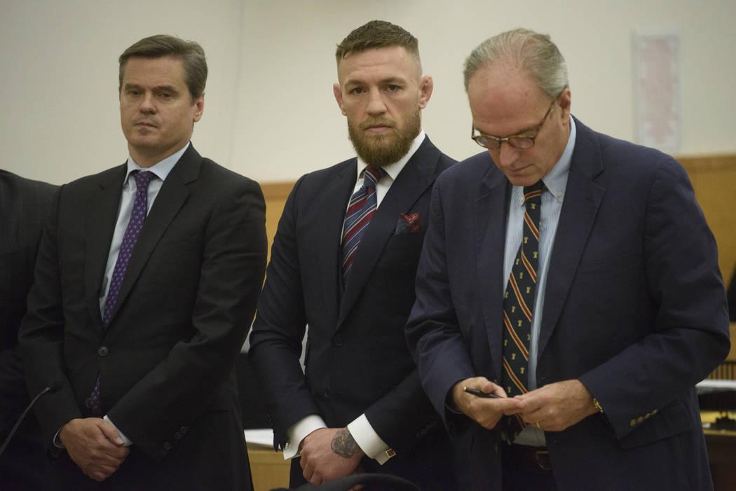 El luchador de artes marciales mixtas: Conor McGregor, deja el tribunal después de una audiencia, el jueves 26 de julio de 2018, en Nueva York. McGregor se declaró culpable el jueves de conducta ...