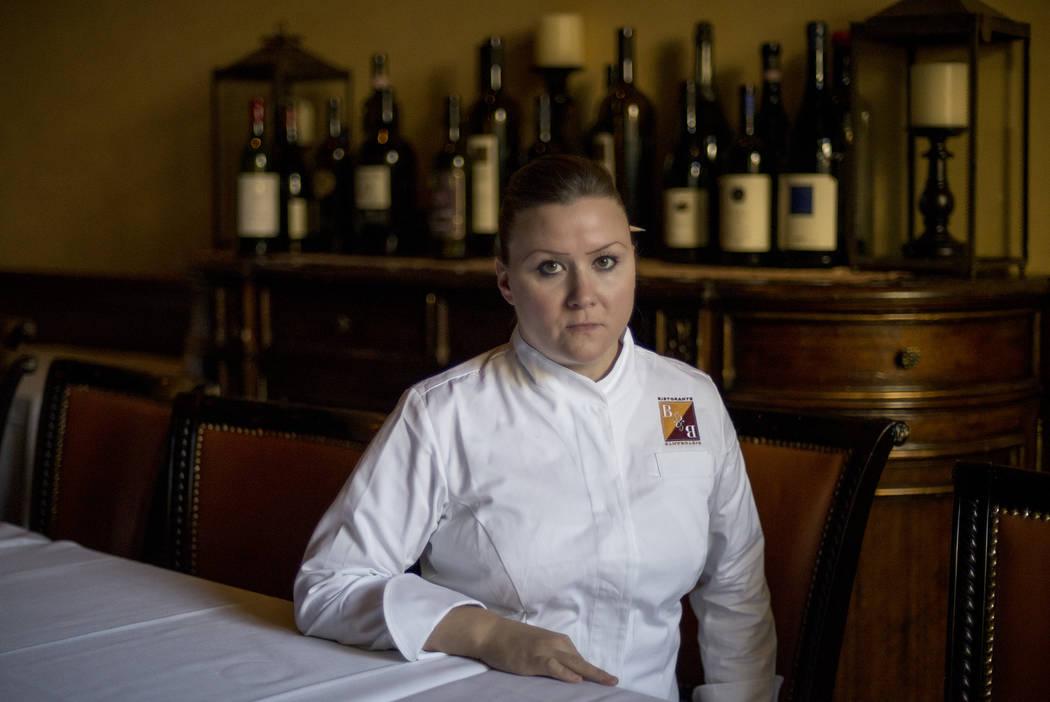 La directora culinaria de Batali & Bastianich Hospitality Group, Nicole Brisson, posa para un retrato en Carnevino en Las Vegas el 15 de junio de 2016. (Bridget Bennett / Las Vegas Review-Journal) ...
