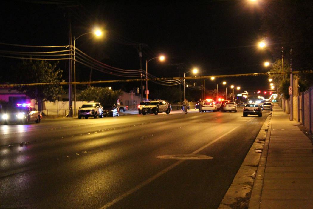 La policía de Las Vegas investiga un tiroteo en la cuadra 5000 de Mountain Vista Street, cerca de Tropicana Avenue el jueves 5 de julio de 2018. (Max Michor / Las Vegas Review-Journal)