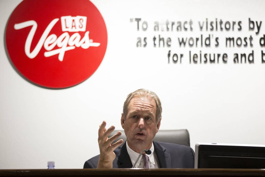 El miembro del consejo de la Autoridad de Convenciones y Visitantes de Las Vegas y el Alcalde de North Las Vegas John Lee durante una reunión en el Centro de Convenciones de Las Vegas en Las Vega ...