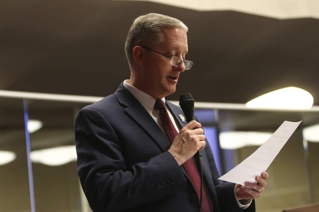 El asambleísta Keith Pickard, R-Henderson, durante el último día de la Legislatura de Nevada en el Edificio Legislativo en Carson City el lunes 5 de junio de 2017. (Chase Stevens / Las Vegas Re ...