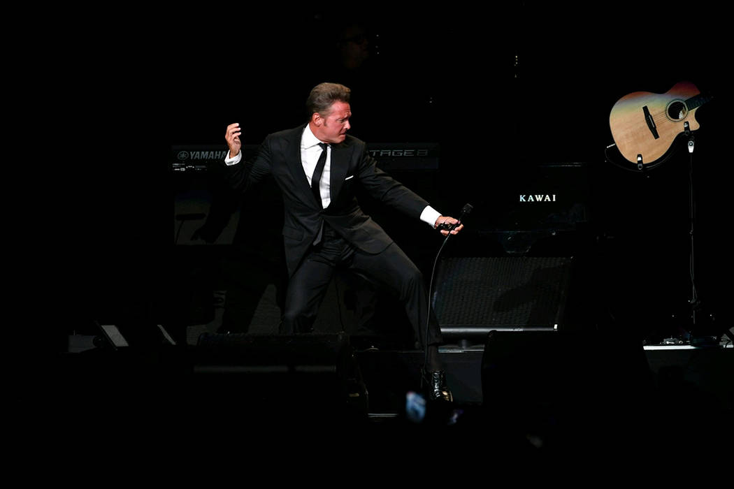 Archivo. Miami, 2 Jun 2018 (Notimex-Vladimir Lorenzo).- El cantante mexicano Luis Miguel hizo vibrar con sus interpretaciones al público multicultural de Miami que abarrotó la noche del viernes, ...