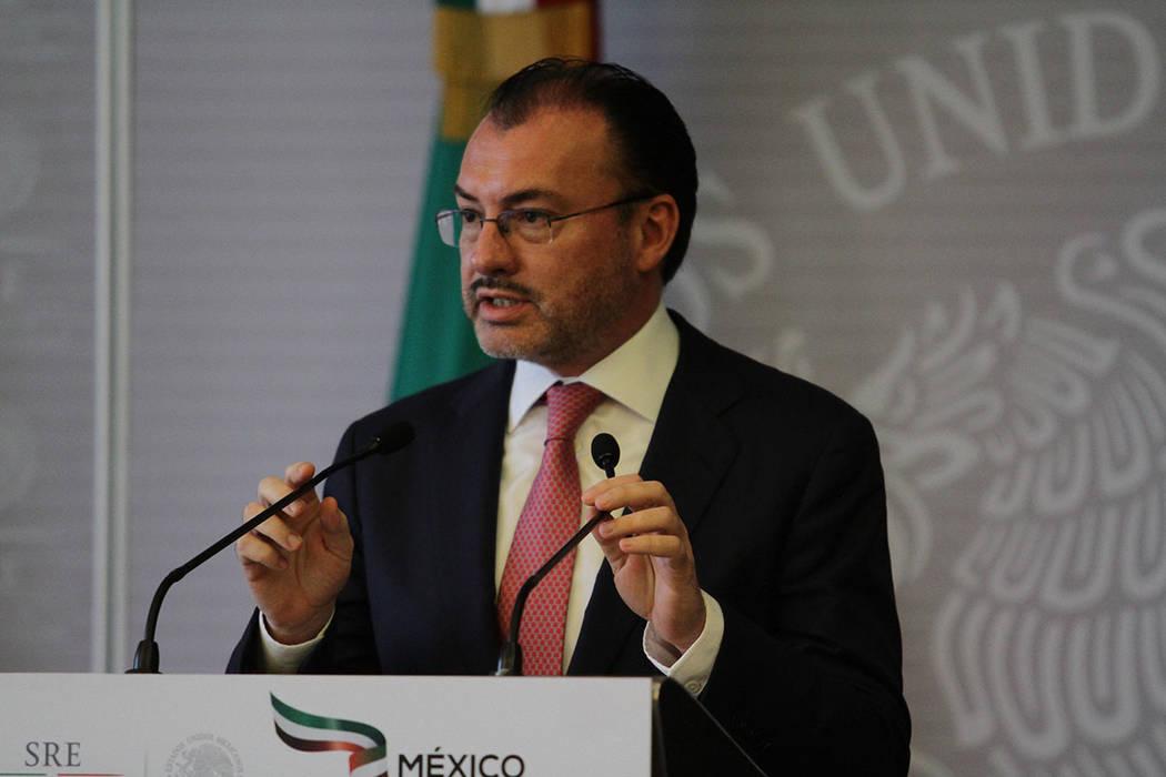 México, 25 Jul 2018 (Notimex-Guillermo Granados).- El secretario de Relaciones Exteriores, Luis Videgaray, ofreció una conferencia conjunta con el secretario de Economía, Ildefonso Guajardo, y ...