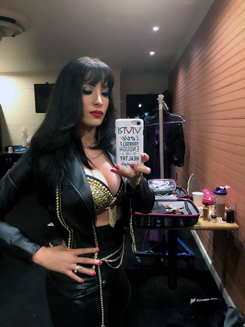 """Karla Pérez dio vida a la reina del """"TexMex"""", Selena Quintanilla en LV. Jueves 26 de julio de 2018, en el House of Blues."""