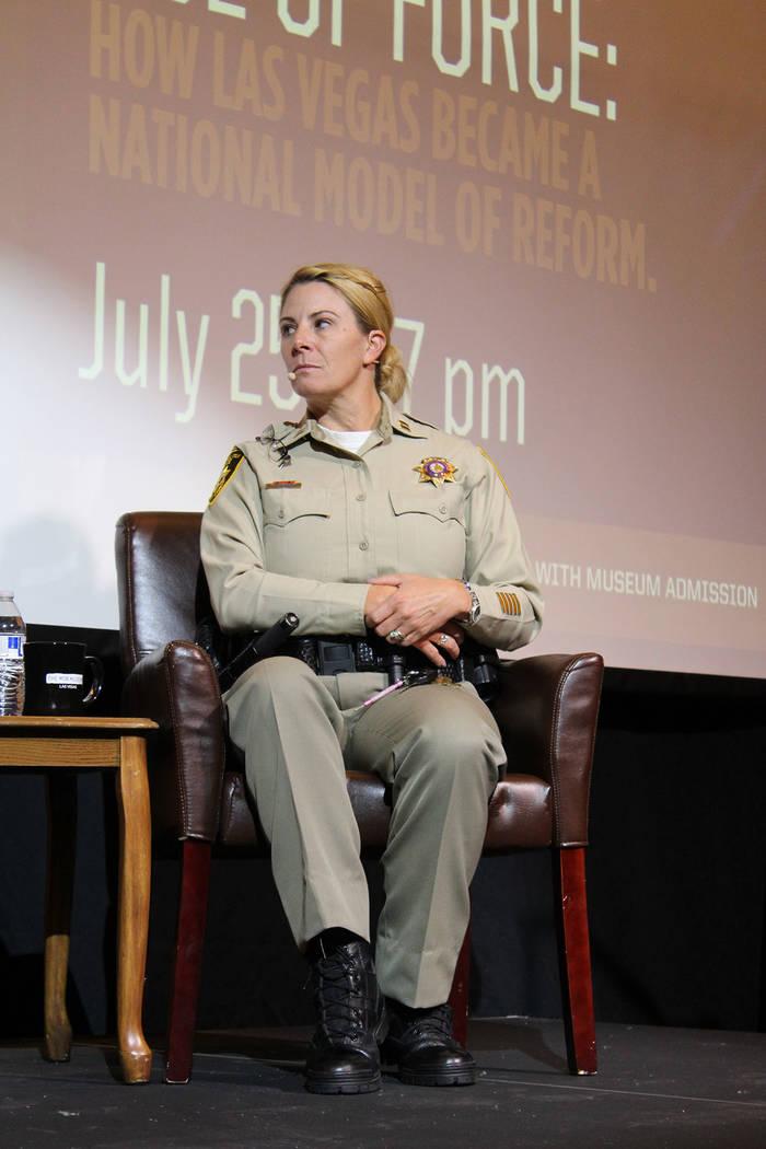 La capitana de LVMPD, Kelly McMahill, dijo que los videos de las cámaras de cuerpo de los policías pueden ser solicitados públicamente. Miércoles 25 de julio de 2018. Museo de la Mafia. Foto C ...