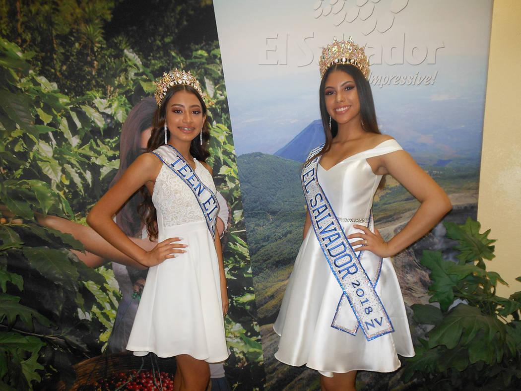 Emely Hernández, Miss Teen El Salvador Nevada 2018 (izquierda) y Mariel Valladares, Miss El Salvador Nevada 2018 – 2019, en evento centroamericano. El 28 de julio de 2018, en el consulado de El ...