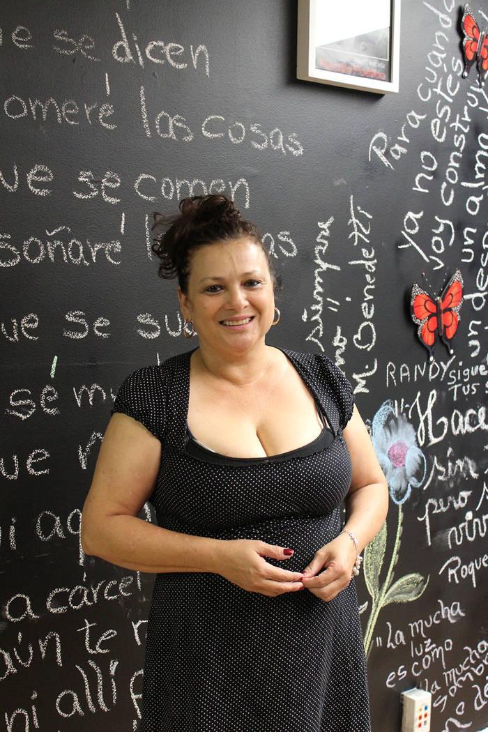 Xinia Estrada, directora del teatro Luces de Bohemia, es una reconocida poetisa oriunda de Costa Rica. Sábado 28 de julio de 2018. Luces de Bohemia. Foto Cristian De la Rosa / El Tiempo - Contrib ...