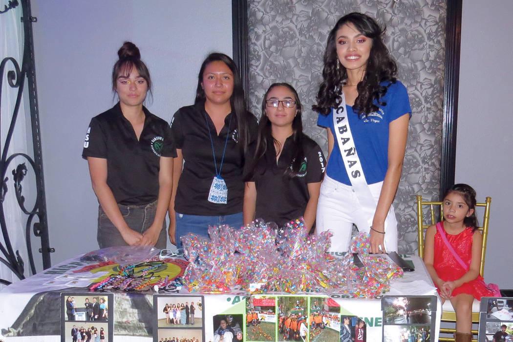 Archivo.- La ganadora de 'Miss El Salvador-Las Vegas 2017', Erica Bonilla, junto a sus compañeras, participaron representando al grupo de Estudiantes Hispanos de Rancho High School. Domingo 6 ...