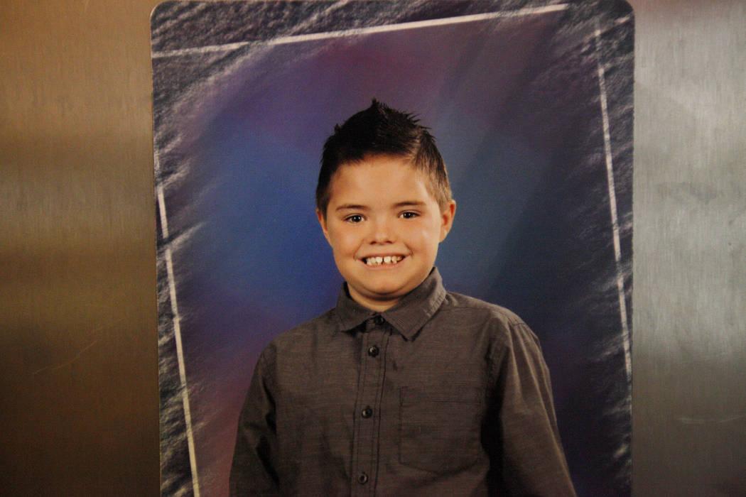 Una foto de Daemion Olsen, de 9 años, en su casa de Las Vegas, el martes 31 de julio de 2018. Medicaid anunció una nueva regla en junio que forzó a la terapeuta de Daemion, a quien ha estado vi ...