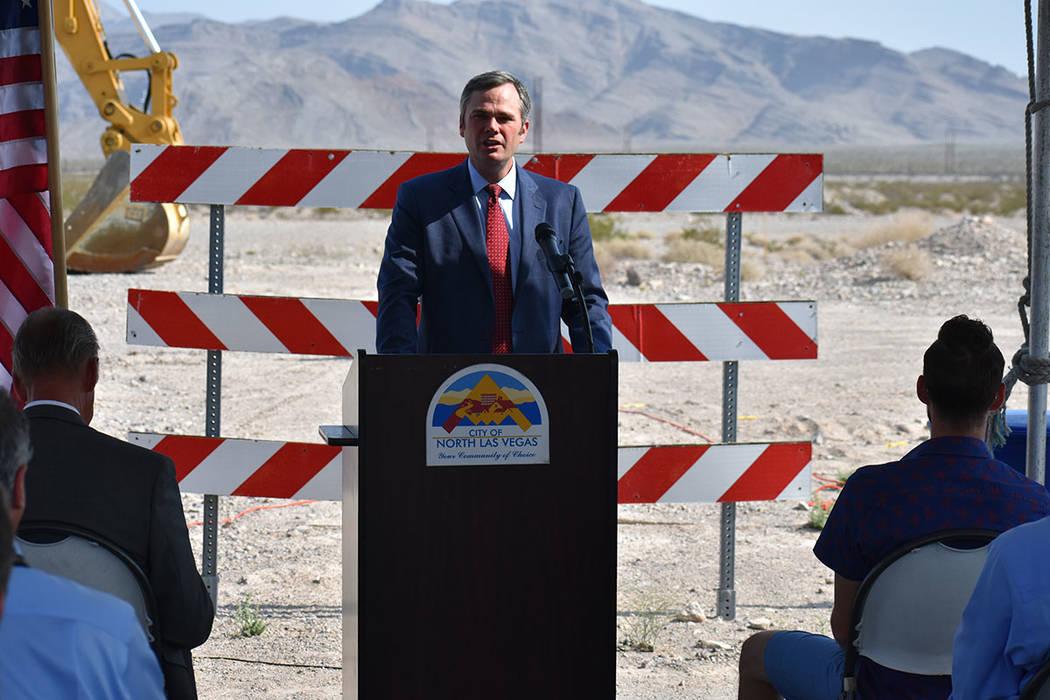 El gerente del Ayuntamiento de North Las Vegas, Ryann Juden, celebró el inicio del proyecto de una tubería de agua de 12 millas en su ciudad. Martes 31 de julio en North Las Vegas. Foto Anthony ...