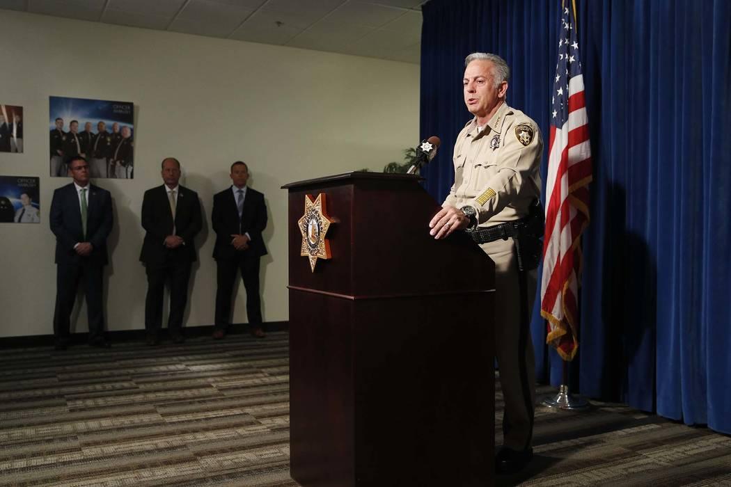 El alguacil del Condado de Clark, Joe Lombardo, habla durante una conferencia de prensa el viernes 3 de agosto de 2018 en Las Vegas. Lombardo habló sobre el informe final del tiroteo del 1 de oct ...