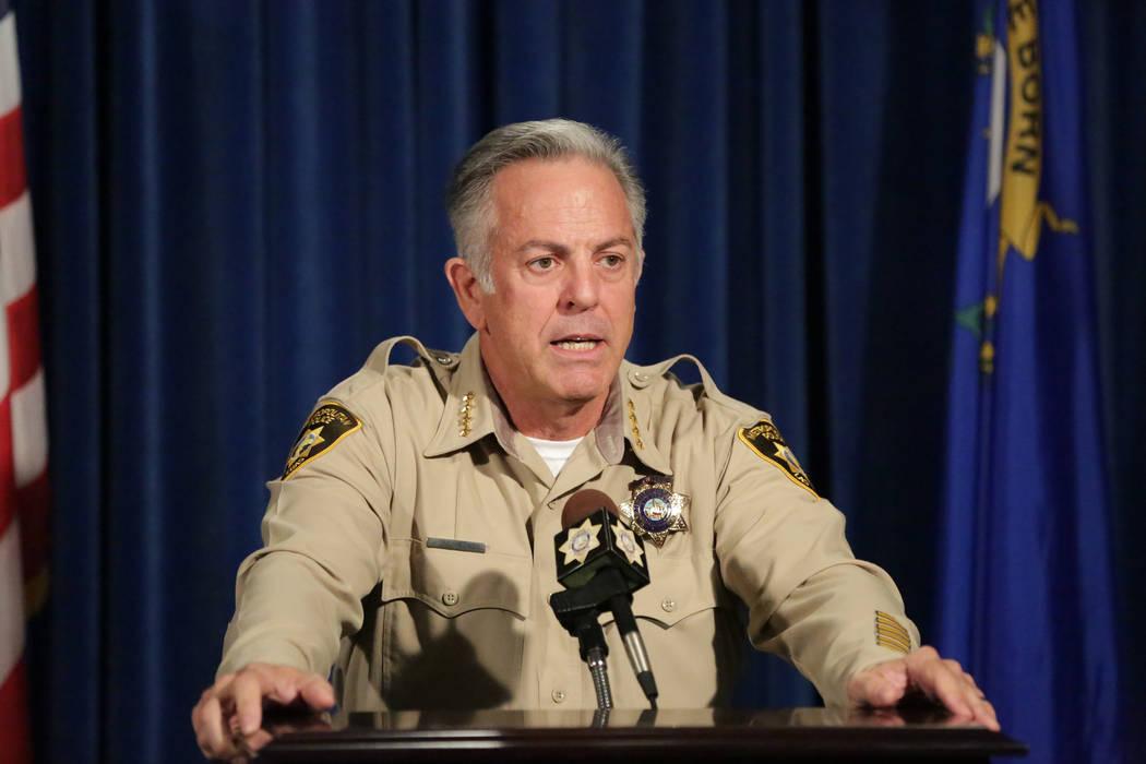 El alguacil, Joe Lombardo, responde preguntas durante una conferencia de prensa para anunciar el lanzamiento del informe final sobre el tiroteo del 1 de octubre en la sede del Departamento de Poli ...