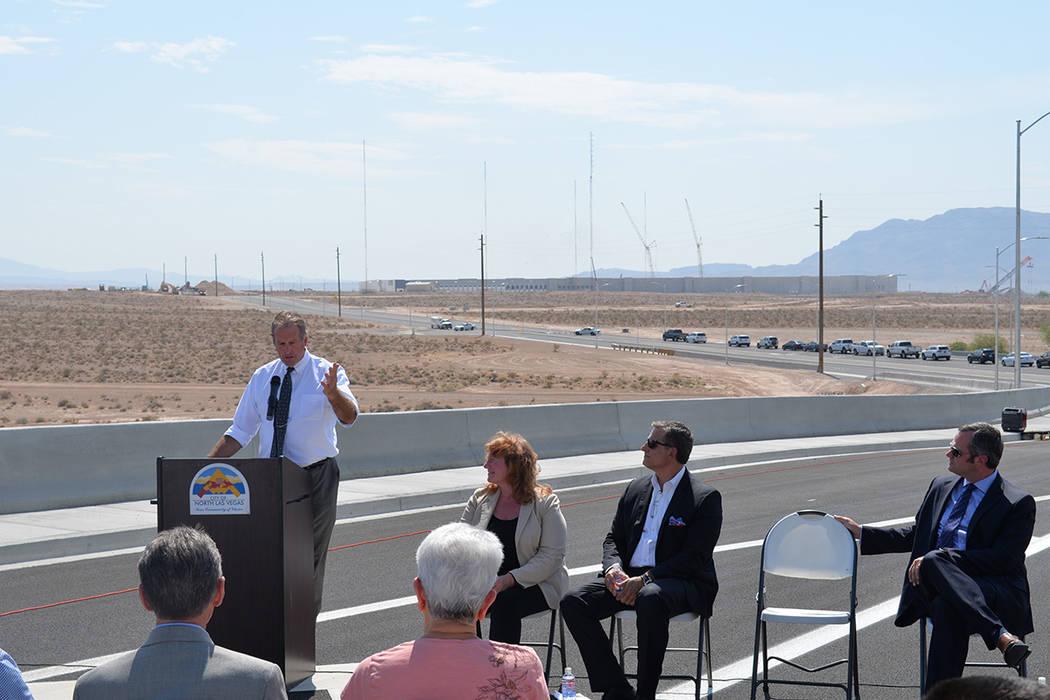 """""""Siete mil personas trabajarán en ésta zona, es una gran oportunidad para diversificar nuestra economía"""", dijo el alcalde de North Las Vegas, John Lee. Jueves 2 de agosto de 2018, en North Las ..."""