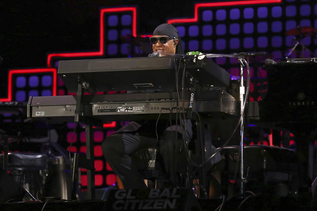 Stevie Wonder se presenta en el Global Citizen Festival en Central Park el sábado, 23 de septiembre de 2017, en Nueva York. (Foto por Greg Allen / Invision / AP)
