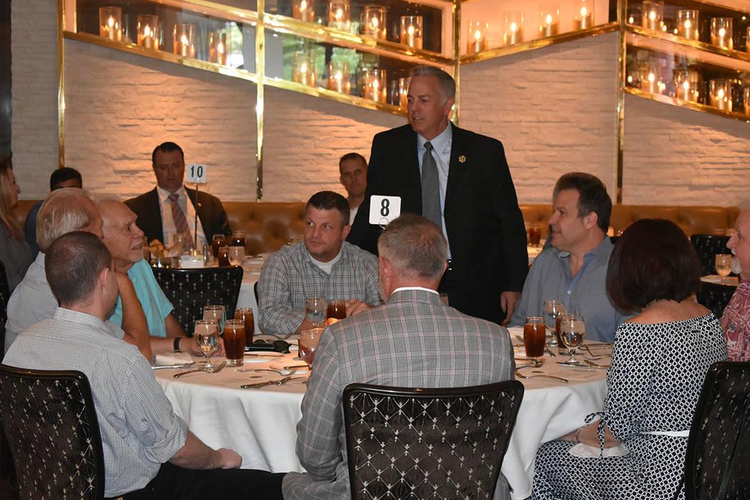 El alguacil Joe Lombardo se dio el tiempo de pasar por cada una de las mesas para saludar de forma individual a cada asistente. Jueves 2 de agosto de 2018 en el restaurante Scotch 80 Prime. Foto A ...