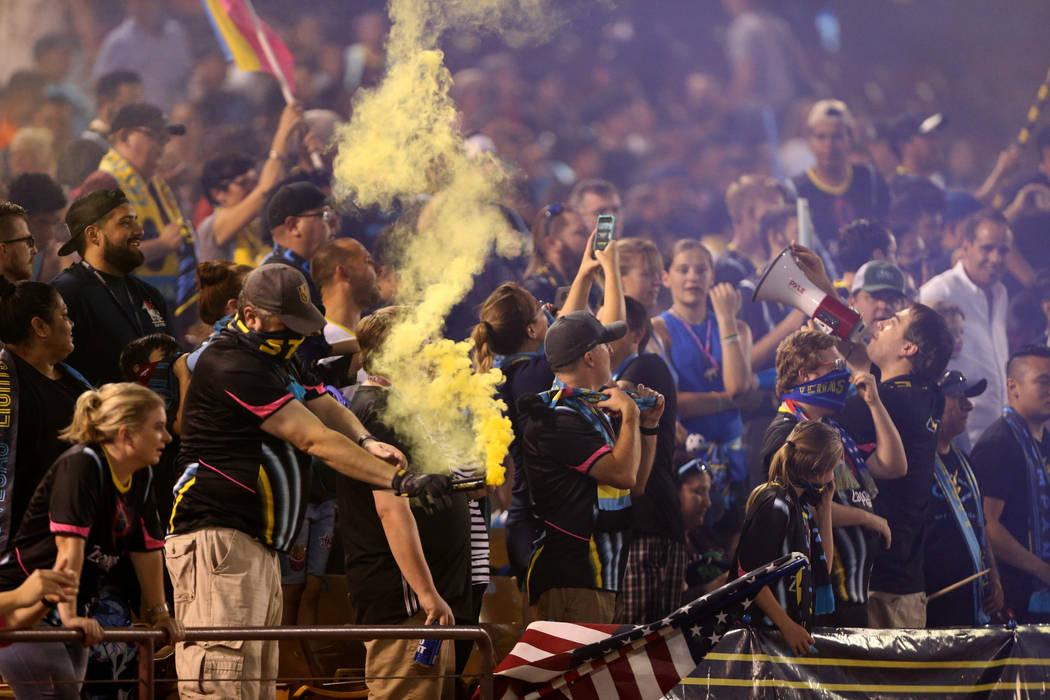 Los fans del Lights FC antes de que su equipo se enfrente al Río Grande Valley FC en un partido de fútbol en Cashman Field en Las Vegas el sábado 4 de agosto de 2018. K.M. Cannon Las Vegas Revi ...